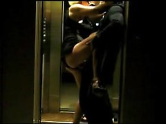 Dans l ascenseur