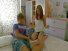 Anal Adolescente rugoso in Threesome - porra na boca