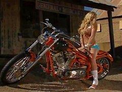 Blond Biker ha roligt PT2 i