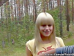 Miten se blondi Teen liftariin päätyy kaikkien yksin