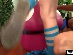 adolescente quente em meias recebe perfurados