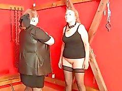 OldNanny Omas dergleichen BDSM Verfahren und fickte har