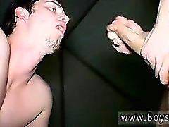 Boy del sesso adolescente che si porno gay pisciare facendo ciuf ciuf water ragazzo Kaleb S