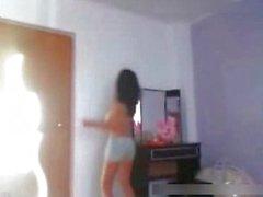 Indiase tiener met enorme tieten dansen