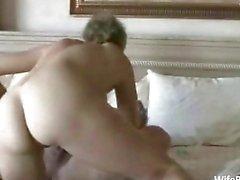 Casal amador mais velho gosta de sexo em casa