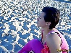 Lauren - non Bagno On The Beach