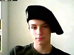 Military Twink wichst seinen Willies on webcam