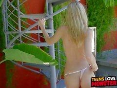 Beleza adolescente Amanda Tate bateu e cum alimentado por torneira gorda