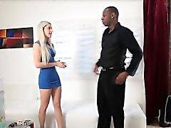Femme tricheurs avec le conseiller conjugal couleur noire