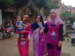 Hijab flickor med stora rumpor
