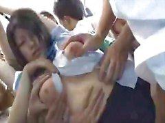 Adolescentes asiáticas da doce com o boobs em toda a força trem pública o t