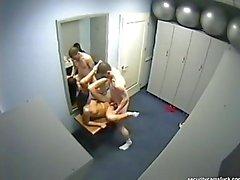 Bir soyunma odasında çok sıcak mushing !