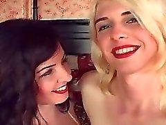 Amateur Hot Blonde Fucks With Sh