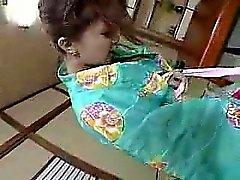 Ihastuttava japanilaisen vaimo perky tissit imee ja aivohalvauksia
