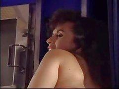 A Keisha cuenta el sexo lésbico en un avión.