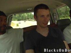 Aiden McAllister, İki Siyah Cocks'ı İşlemektedir