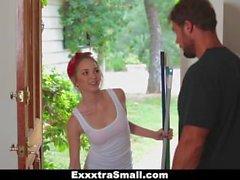 ExxxtraSmall - Pieni Siivouspalvelu saa munaa Jos rahat