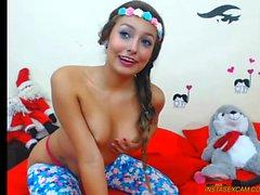 Gorgeous babe toying on webbikamera