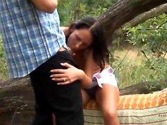 Spanner beobachtet deutsches Paar beim Sex im Wald