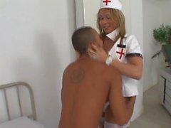 Tight ass pour le sexe faim TS infirmière