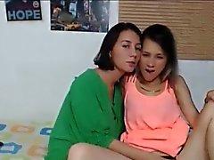 Lezbiyen Sıcak Gençler Öpüşme ve yalama On Webcam