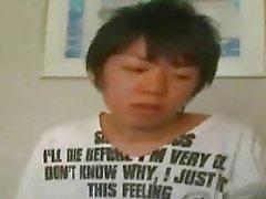 Un étudiant enfant japonais débute