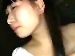 Asia chica adorable con preciosa tetas lleva una carga caliente de