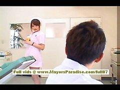 Akiho Enfermera asiática atractivo Yoshizawa goza de molestar al médico