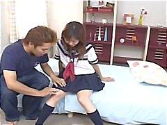 Colegiala japonesa que a Hina de Kawai consigue de su coño jugaba con antes de que explota