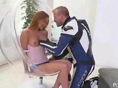 Alexis Crystal, la novia de un ciclista impresionante, disfruta
