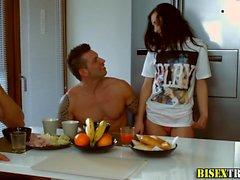 Prostituierte bläst Bisexuell hunks