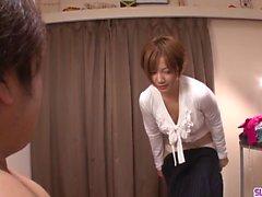 Meguru Kosaka lehnt sich auf Hahn zu saugen es große Zeit