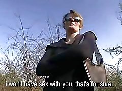 Zoete chick Meggie Vera gezicht in het openbaar