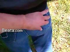 breasty tiener toying over de aard
