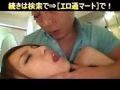 Lockande flickan skickar sina läppar att få en balle klar att henne till en