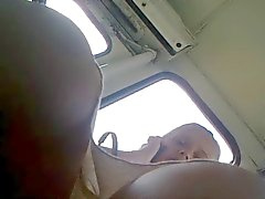 Upskirt russisch blonde moeder in de bus