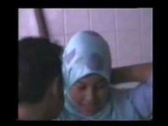 Wanita bertudung 1