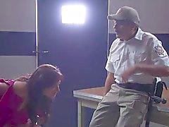 Interrogada pela polícia de mexicana