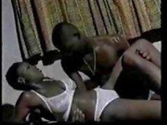 Deze Afrikaanse prinsessen weet hoe te schudden kont en hoe pik berijden