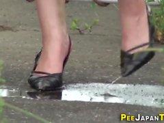 bombasse japonais urinant