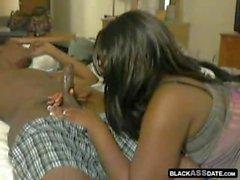 Black Nympho Squeeze seinen Schwanz
