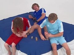 Pés de Cody são atormentados por cócegas (Feet Frenzy)