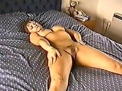 Yvonne compilação peluda pussy Lorraine de 1fuckdatecom