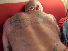 Viking och genomborrade tatuerings pappa