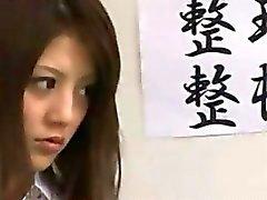 Японские школьницы а их уборщик с asianpornjp