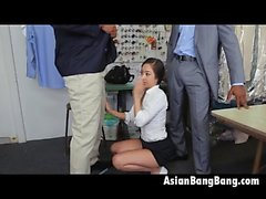 Asian Beauty Mila Jade Chupando Dois Dinks Dark In Cleaners