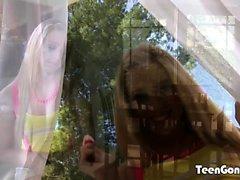 TEENGONZO Lucy Tyler suger kuk och bollar innan de knullar