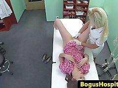 del paziente Immobili fingered con bambinaia prevista durante la prova