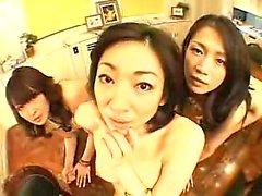 Vahşi Asyalı bayanlar lezbiyen seks meşgul ve onların asılmış beslemek