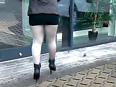 Le pantyhose brillants à la Cardealer